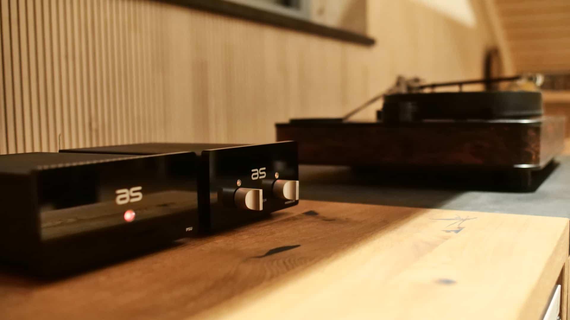 Der Audiospecials Phonolab Vorverstärker macht eine gute Figur auf dem Rack