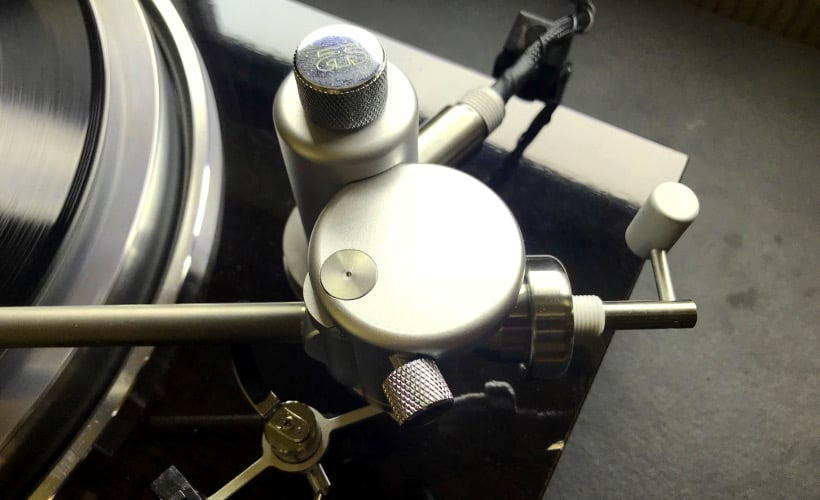 Aquilar Tonarm 10 Zoll von Acoustical Systems Basis von oben: Test Bohne Audio