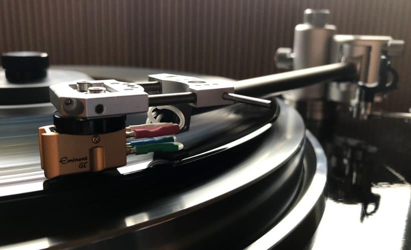 Aquilar Tonarm 10 Zoll von Acoustical Systems: Test Bohne Audio montiert auf Kenwood KD-750
