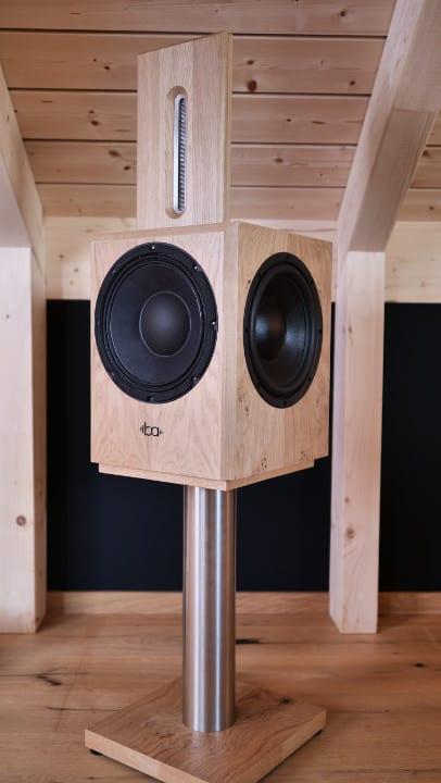 Bohne Audio BB-10 kompakter Aktivlautsprecher mit Lautsprecher-Ständer seitliche Ansicht