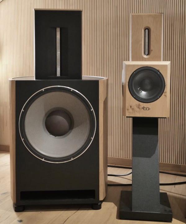 Bohne Audio Aktiver Kompaktlautsprecher BB-8 im Größenvergleich mit der BB-18