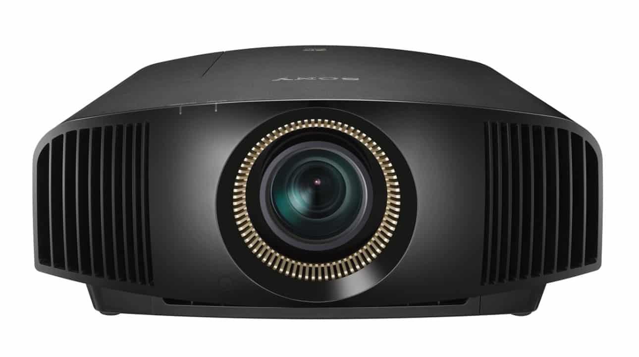 Sony Heimkino Beamer 4K: VPL-VW570ES mit Irisblende und 1800 Lumen von vorne