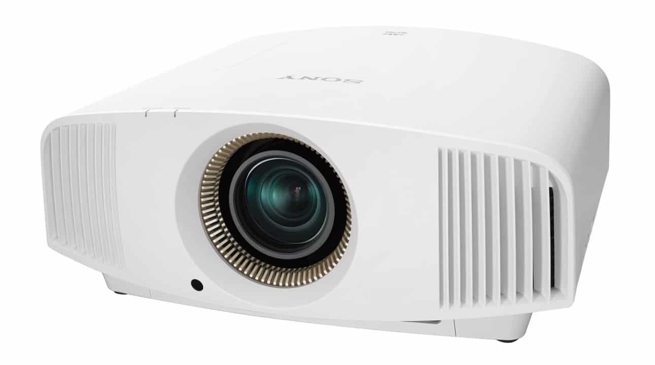 Sony Heimkino Beamer 4K: VPL-VW570ES mit Irisblende und 1800 Lumen weiß schräg von vorne